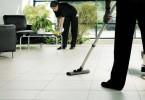 عمال شركة تنظيف بالمزاحمية