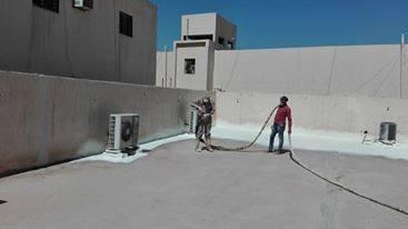 عمال عزل فوم بالمدينة المنورة